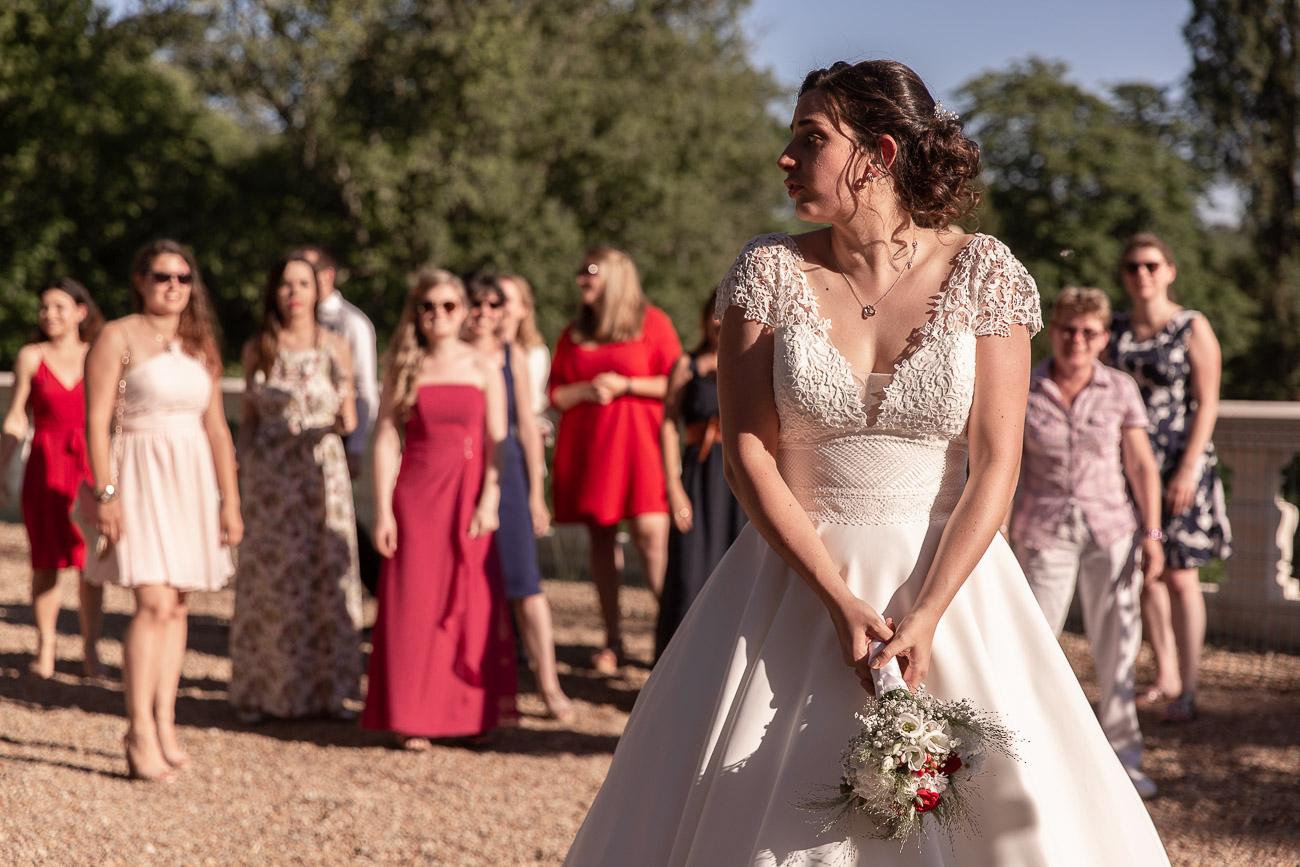 Le lancer de bouquet de la mariée
