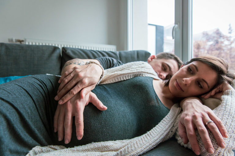 Une séance photo de grossesse à domicile